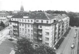 svart vit bild på fastigheten